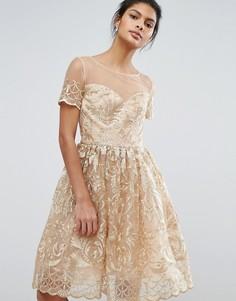 Золотистое кружевное платье миди для выпускного Chi Chi London Premium - Золотой