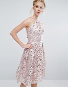 Платье миди цвета металлик с вырезами Chi Chi London - Розовый
