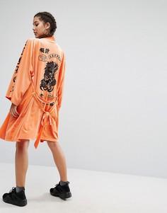 Бархатное кимоно с принтом в виде татуировок Jaded London Trophy - Оранжевый