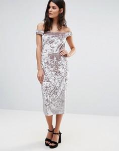 Бархатное платье-футляр с открытыми плечами Liquorish - Розовый