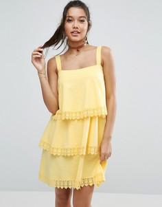 Ярусный сарафан с кружевом ASOS - Желтый