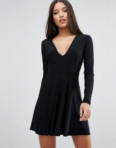 Короткое приталенное платье с глубоким вырезом спереди Club L - Черный