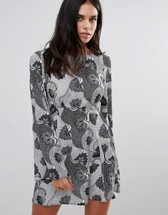 Свободное платье с черно-белым принтом Love - Мульти