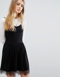 Короткое приталенное платье с кружевной отделкой Brave Soul - Черный