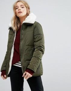 Дутая куртка с подкладкой из искусственного меха New Look - Зеленый