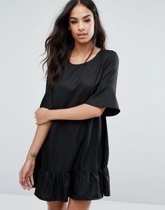 Цельнокройное платье с оборкой и расклешенными рукавами Boohoo - Черный