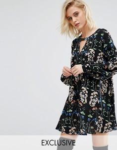 Свободное платье-трапеция с цветочным принтом и глубоким вырезом Boohoo - Мульти