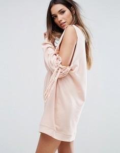 Платье-джемпер с открытыми плечами и присборенными рукавами Missguided - Розовый
