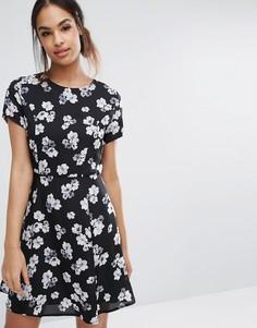Короткое приталенное платье с цветочным принтом Poppy Lux - Черный