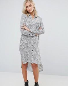 Платье-рубашка с принтом QED London - Белый