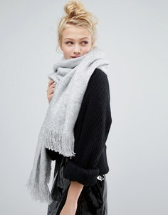 Oversize-шарф с бахромой Monki - Серый