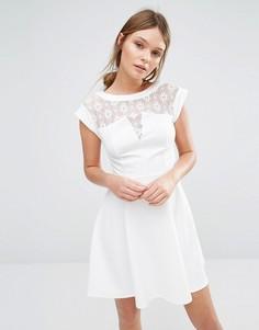 Короткое приталенное платье с кружевной кокеткой New Look - Белый
