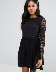 Короткое приталенное платье с кружевом Girls On Film - Черный