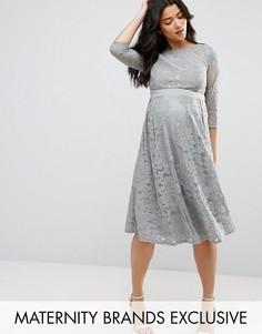 Короткое приталенное платье кроше с рукавами 3/4 Little Mistress Maternity - Серый