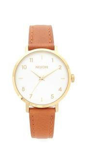 Часы с кожаным ремешком Arrow Nixon