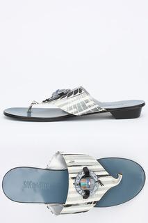 Пляжная обувь Save the Queen