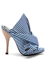 Босоножки на каблуке с открытым носком - No. 21