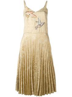 плиссированное платье с вышивкой Red Valentino
