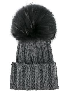 шапка в рубчик с меховым помпоном . Inverni