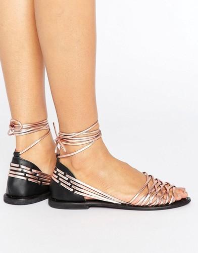 Кожаные сандалии с завязками ASOS JOSHUA - Золотой