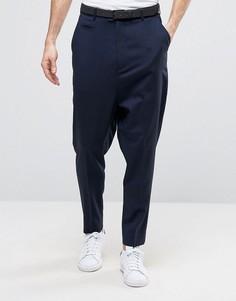Темно-синие брюки с заниженным шаговым швом ASOS - Темно-синий