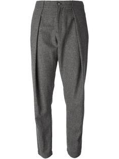 брюки со складками спереди Henrik Vibskov