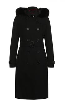 Двубортное пуховое пальто с меховой отделкой капюшона Burberry