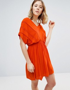 Приталенное платье с короткими рукавами и кружевом Vero Moda - Оранжевый