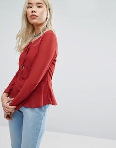 Блузка на шнуровке спереди Glamorous - Красный