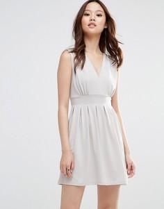 Платье с глубоким вырезом Wal G - Бежевый