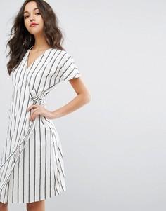 Чайное платье в полоску с запахом Vero Moda - Мульти