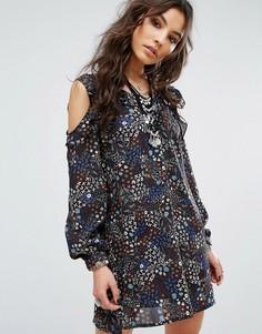 Платье с цветочным принтом открытыми плечами Glamorous - Мульти