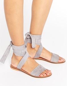Кожаные сандалии с завязками на голени ASOS FAMOUS - Фиолетовый