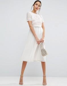 Платье миди с укороченным топом и аппликацией ASOS - Кремовый
