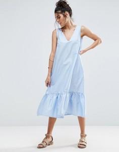 Платье миди из саржи с ярусной оборкой по краю ASOS - Синий