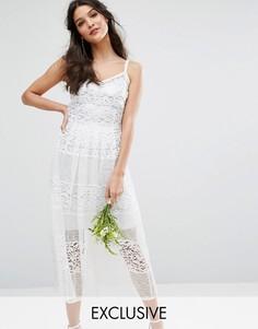 Приталенное кружевное платье с серебристой подкладкой Bodyfrock Bridal - Кремовый