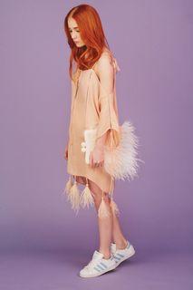 Шелковое платье с перьями марабу Esve