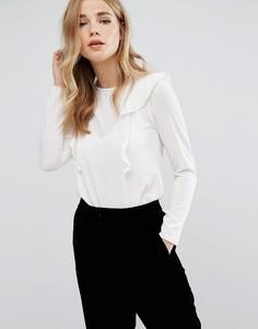 Блузка с оборкой спереди и расклешенными рукавами New Look - Кремовый