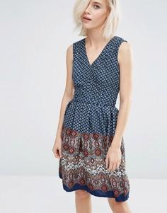 Короткое приталенное платье с принтом Yumi - Синий