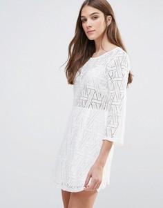 Платье мини с длинными рукавами и ажурным кружевом Liqurosh - Белый Liquorish