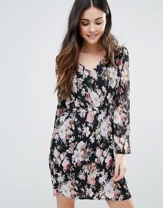 Приталенное платье с длинными рукавами и принтом Minimum - Черный