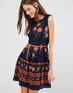 Короткое приталенное платье с принтом Yumi - Темно-синий