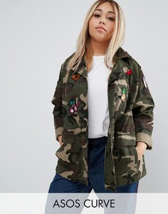Камуфляжная куртка с нашивками ASOS CURVE - Мульти