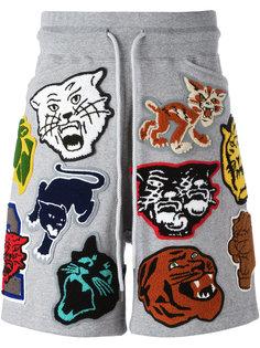 спортивные шорты с нашивками Facetasm