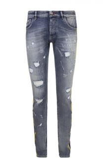 Зауженные джинсы с декоративными потертостями и контрастным принтом Philipp Plein