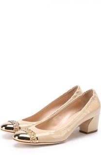 Лаковые туфли с металлической вставкой на мысе Casadei