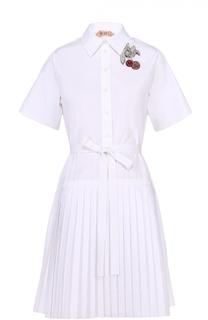 Платье-рубашка с плиссированной юбкой и декоративной брошью No. 21