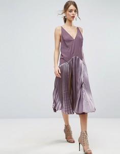 Плиссированное платье миди со вставками на бретельках ASOS - Фиолетовый