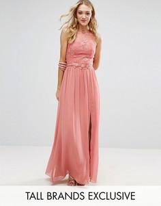 Платье макси с кружевной отделкой на топе и аппликацией на поясе Little Mistress Tall - Розовый