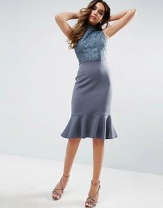 Платье миди с высокой горловиной и баской Club L - Серый